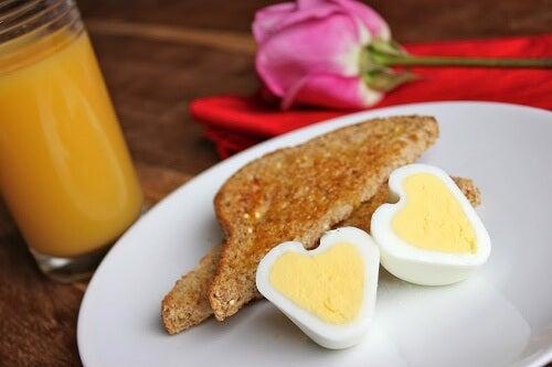 Como preparar ovos em forma de coração
