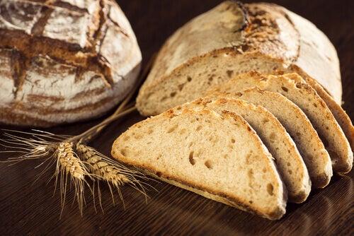 pães integrais são ótimas fontes de alimentos para perder peso
