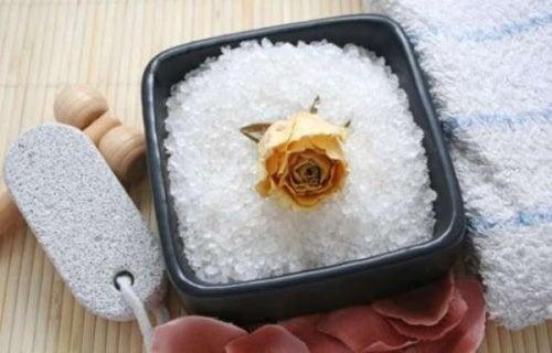 Combater a celulite com sal marinho: descubra como!