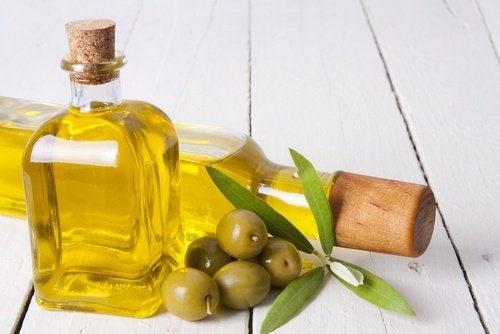 azeite de oliva para hidratar as mãos ásperas