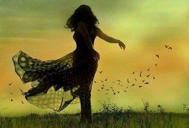 Mulher com emoção de felicidade