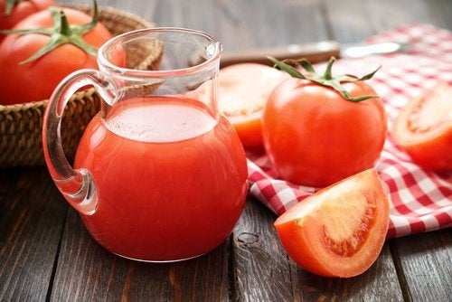 O tomate é um dos remédios caseiros para a prisão de ventre