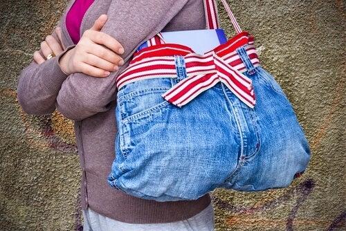 calças jeans são objetos que não deveriam ser jogados fora