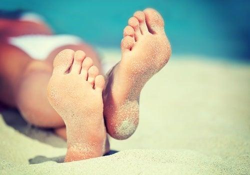 Como eliminar calos e verrugas dos pés