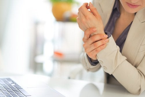 Rigidez no corpo decorrente da fibromialgia