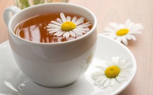 Chá de gengibre e camomila
