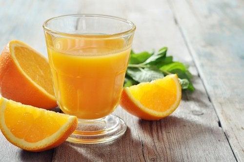 A laranja é um dos ingredientes do suco de cenoura para emagrecer