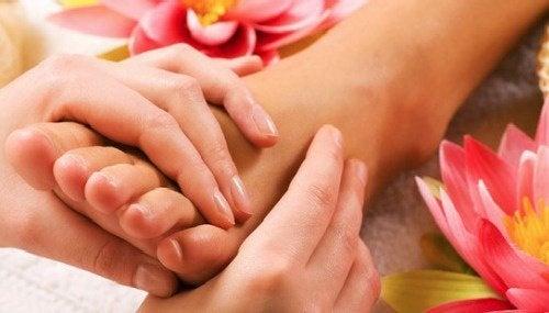 massagem nos pés antes de dormir