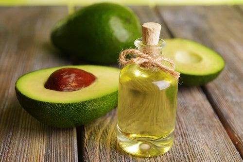 Óleo de abacate ajuda no crescimento saudável do cabelo