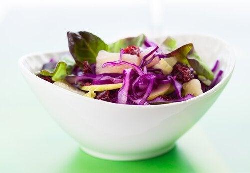 A salada ajuda a melhorar a função do fígado