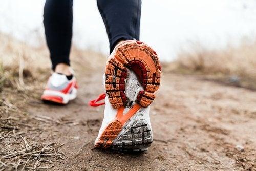 Caminhar diariamente pode ajudar a não desenvolver distensão abdominal