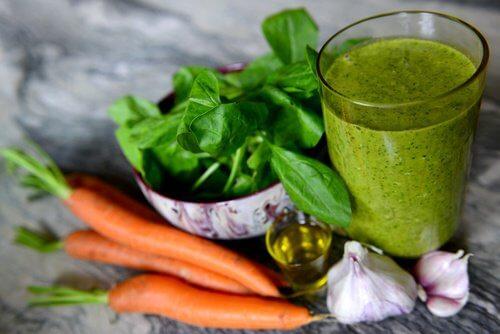 Vitaminas verdes para diminuir a hipertensão e limpar os rins