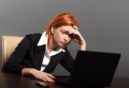 Mulher com cansaço mental