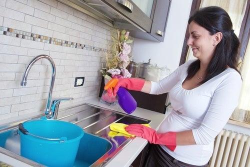 Como limpar superfícies difíceis