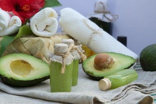 Mascara hidratante de abacate para cuidados com os cabelos antes de dormir