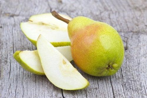Benefícios de comer uma pera por dia