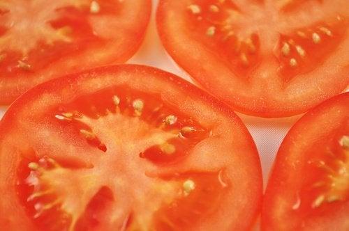 Como reduzir as varizes com tomates verdes e vermelhos?
