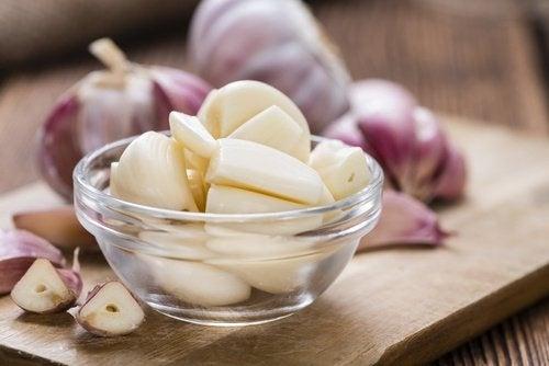Consumir alho ajuda a curar seu fígado