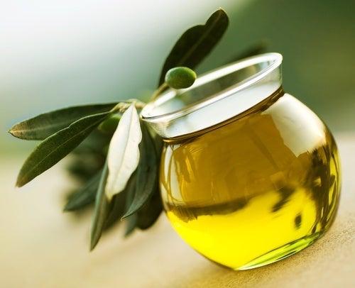 azeite de oliva para fortalecer unhas quebradiças