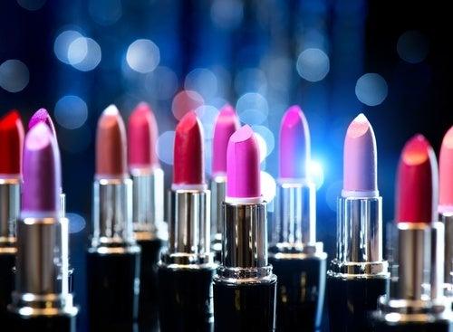 Batom está entre os produtos de beleza que não recomendamos compartilhar