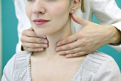 sintomas de câncer na tireoide