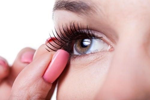 hábitos de maquiagem que podem nos fazer mal