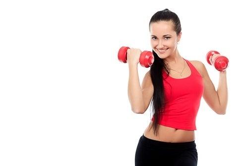 exercícios de elevação lateral para fortalecer os ombros