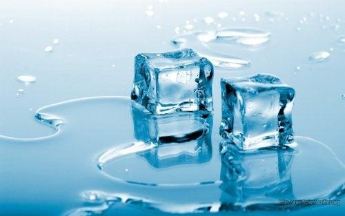 tratamento facial com gelo