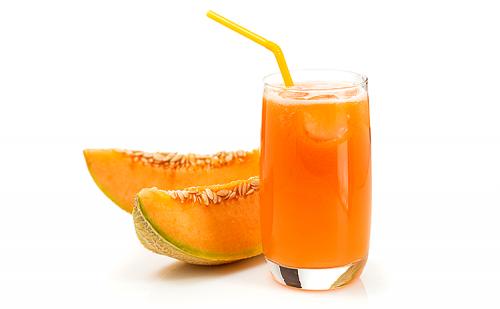 Suco para desintoxicar a base de melão