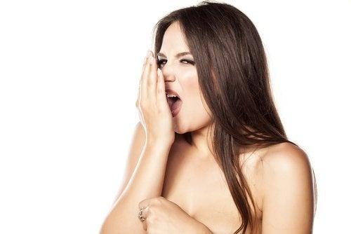 Mau hálito pode ser um sinal de que o intestino está doente