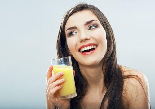 benefícios da água de abacaxi