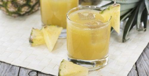 a água de abacaxi