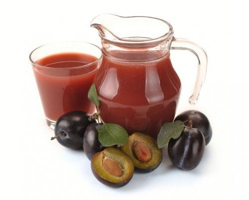 suco de ameixa e maçã para desinflamar o estômago