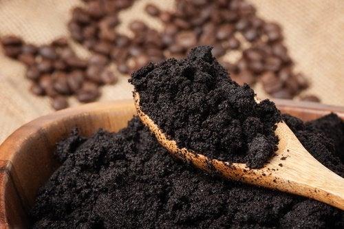 Creme de café para o contorno dos olhos