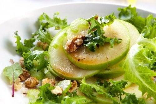 Salada-antiinflamatória-de-aipo-e-maçã-verde
