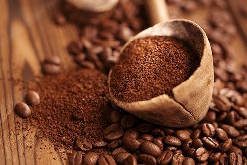 Café para evitar os maus odores nos armários