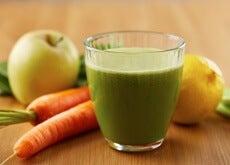 Além de ser rica em minerais e vitaminas, a maçã contém pectina, que é uma fibra muito benéfica que ajuda a reduzir o colesterol e a controlar a pressão arterial alta