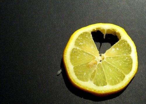 limão-tratar-inflamações-no-fígado