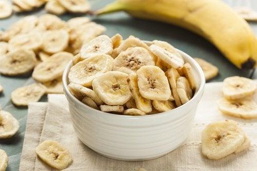 Comer banana evita que os calcanhares cocem