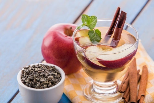 Água detox de maçã e canela para aumentar o metabolismo
