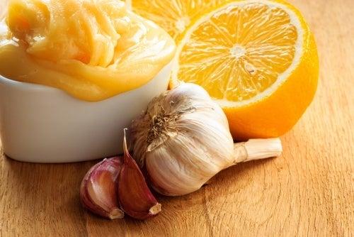 Comer alho, cebola e limão diariamente