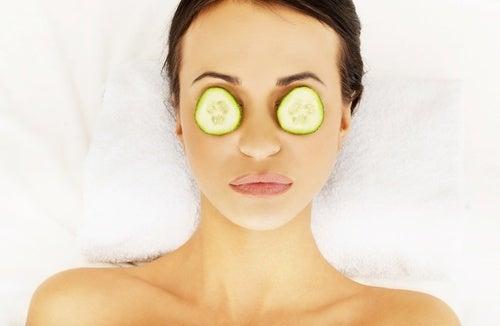Tratamento-para-olhos-inchados