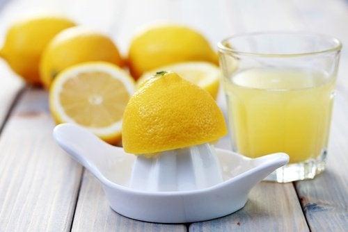 Suco-de-limão-para-combater-as-verrugas