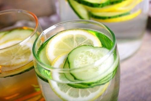 A água de pepino: uma bebida desintoxicante e diurética que ajuda a emagrecer