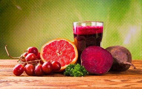 Suco de toranja e beterraba ajuda a aumentar a quantidade de glóbulos vermelhos