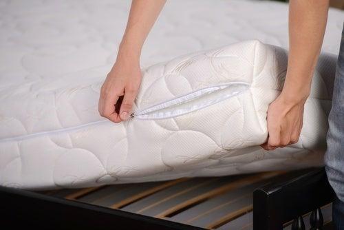 Desinfetar o seu quarto e os cuidados com o colchão