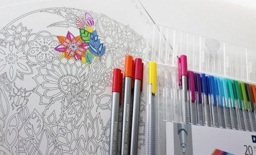 Livros para colorir: arte terapêutica para adultos