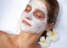 Como preparar uma máscara facial com efeito cicatrizante e antirrugas