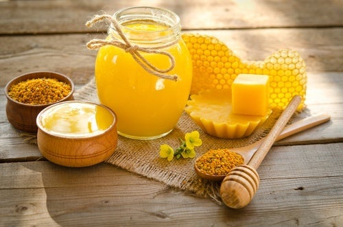 Creme de cera de abelhas para cuidar das unhas