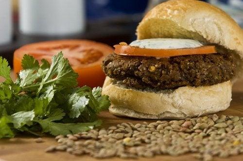 Hambúrgueres de lentilhas e quinoa, muito mais saudáveis
